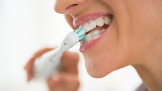 How To Use An Electric Toothbrush